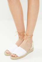Espadril - Peep toe espadrille w leather cord - white