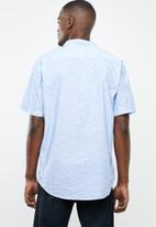 STYLE REPUBLIC - Vacay short sleeve shirt - blue & white