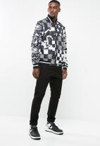 Nike - Nsw nsp jkt aop scorp - black & white