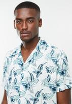 Jack & Jones - Carl resort short sleeve shirt - white & blue