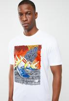 New Balance  - Artist pack stride tee - white