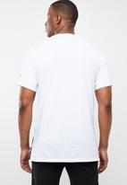New Balance  - Rwt heather short sleeve print T-shirt - white