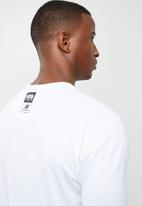 New Balance  - Artist pack prime tee - white