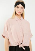 Revenge - Button up shirt with knot front - pink