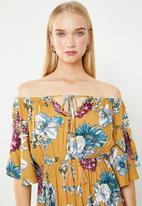 Revenge - Off shoulder floral maxi - yellow