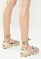 Espadril - Peep toe espadrille w patterned ribbon - grey