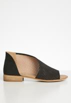 Miss Black - Geometric slip-on - black