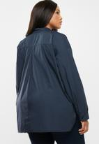 edit Plus - V-neck front pleat shirt - navy