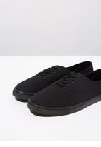 Cotton On - Lace-up plimsoll - black