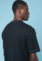 Superbalist - Contrast stitch loose fit pocket tee - black