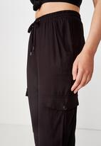 Cotton On - Cerrie drapey utility pant - black
