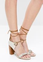 Miss Black - Adamina 2 heel - beige