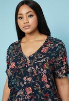 Superbalist - Boxy v-neck blouse - multi