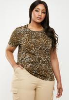 Brave Soul - Curve crew neck short sleeve T-shirt - brown