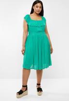 Brave Soul - Curve off the shoulder dress - green