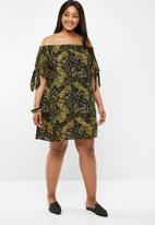 Brave Soul - Curve bardot dress - black & green