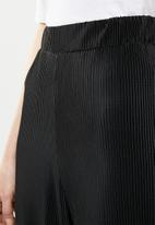 Brave Soul - Plisse trouser - black