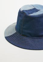 Superbalist - Patched bucket hat - blue