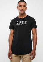 S.P.C.C. - Scoop hem logo tee - black