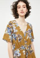 Brave Soul - V-neck frill blouse - brown