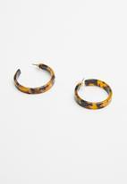 Superbalist - Leopard print resin earrings - brown & black