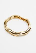 Superbalist - Distorted circle bracelet - gold