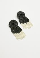Superbalist - Beaded drop earrings - black & white