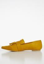Superbalist - Gemma tassel loafer - yellow
