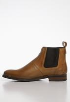 Superbalist - Luke leather chelsea boot - tan