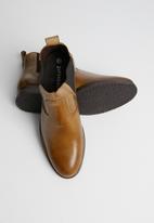 Superbalist - Luke leather chelsea boot - tan