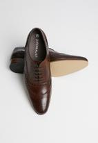 Superbalist - Oliver leather brogue - brown