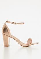 Madison® - Metallic studded heel - rose gold