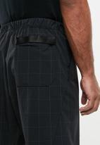Nike - Nike sportswear tech pack shorts - black