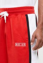 Nike - Nike Air shorts - red & white