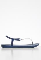 Ipanema - Charm v fem T-strap sandal - blue & silver
