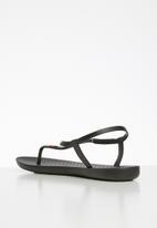 Ipanema - Class pop iii fem T-strap sandal - black