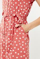 New Look - Short sleeve polka dot playsuit - coral & cream