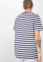 Cotton On - Tbar mid premium crew neck tee - white & navy