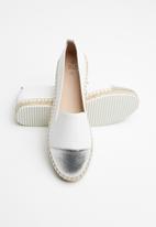 Call It Spring - Flatform espadrille - white & silver