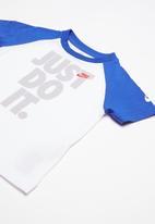 Nike - Short sleeve raglan tee - white & blue
