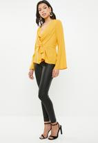 Missguided - Woven wrap blouse - yellow
