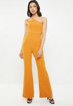 Missguided - One shoulder ruched detail jumpsuit - mustard