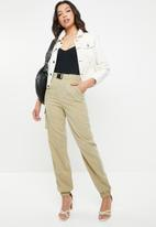 Missguided - Sandy nylon pocket buckle detail cargo trouser - brown