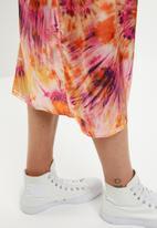 Missguided - Tie dye satin slip skirt - multi
