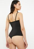 Missguided - Lettuce hem straight neck strappy bodysuit - black