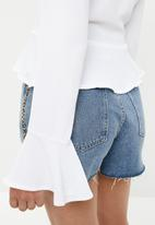 Missguided - Button down peplum hem blouse - white