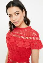 Missguided - Lace high neck short sleeve skater dress - red