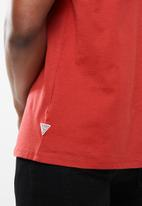 GUESS - Guess short sleeve la tee - red