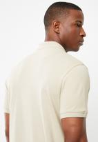 POLO - Carter custom fit short sleeve pique golfer - beige