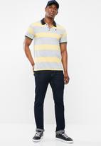 POLO - Matthew custom fit ss feeder stripe golfer - yellow & grey